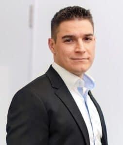 Porträt von Simon Kellerhoff, Vertriebs- und Marketingleiter des IST-Studieninstituts