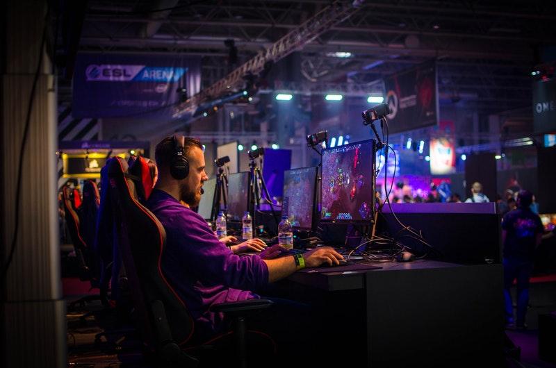 Gamescom-Spezial: Belastungen am Arbeitsplatz des Berufes Pro-Gamer